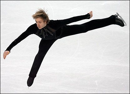 Russian three-time world champion Yevgeny Plushenko takes a commanding lead into Thursday's free skate