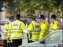 Policía lanza redada en algunas zonas de Londres.