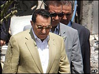 Hosni Mubarak at the scene of the Sharm al-Sheikh attacks