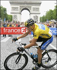 Lance Armstrong in the centre of Paris