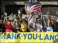 American fans supporting Lance Armstrong
