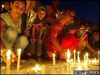 People in Sharm al-Sheikh light memorial candles