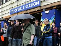 Dos minutos de silencio en la estación de Stockwell, donde murió Menezes