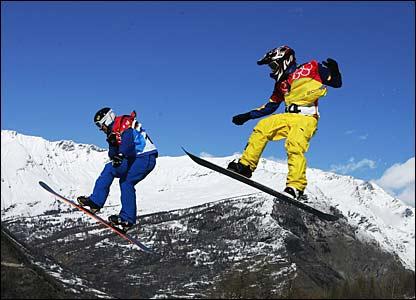 Stefano Pozzolini and Jonte Grundeliuis compete