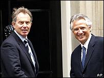 El primer ministro británico Tony Blair y su homólogo francés, Dominique de Vilepin