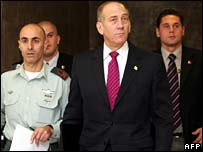 Acting Israeli pm, Ehud Olmert (centre)
