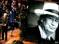 Australian pm John Howard speaks at the funeral