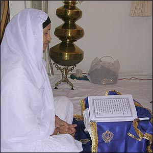 Gurdev Kaur reading scripture