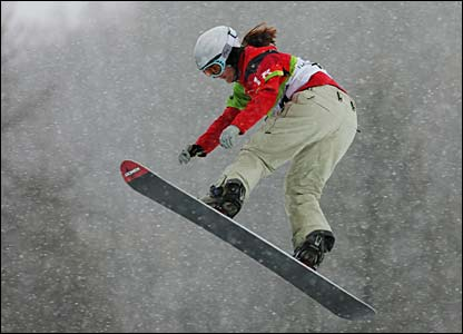 GB's Zoe Gillings in action in qualification women's snowboard cross