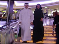 Married couple in shopping mall in Dubai. Click to go to a BBC story about marriage and dating in the UAE