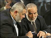 Ismail Haniya (left) in talks in Gaza