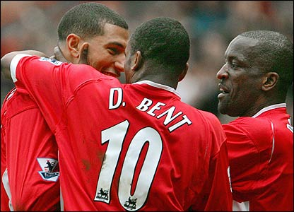 Jay Bothroyd (l) is congratulated by fellow goal-scorer Darren Bent (c) and Chris Powell
