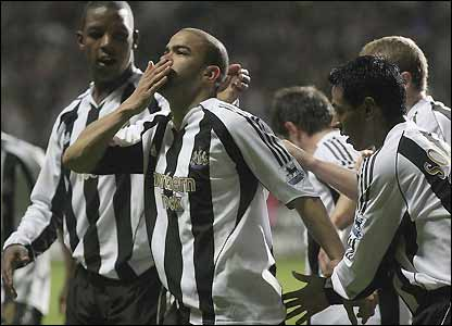 Newcastle celebrate Kieron Dyer's goal