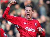 Peter Crouch celebrates his winner for Liverpool against Man Utd