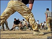 British troops train Iraqis