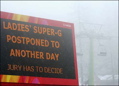 A sign announces the postponement of the women's super-G