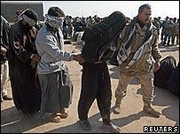 Iraqi soldier arrests suspected insurgents