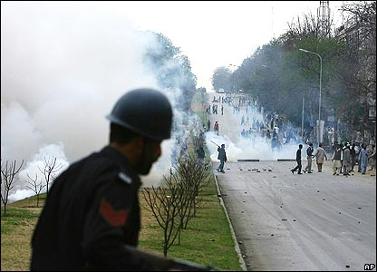 Tear gas being used in Islamabad city centre