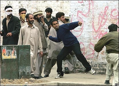 Protesters throwing stones in Islamabad