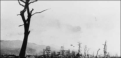 Árboles en Hiroshima luego de la explosión (Gentileza: Museo de la Paz de Hiroshima)