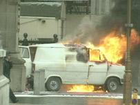 Camioneta en llamas