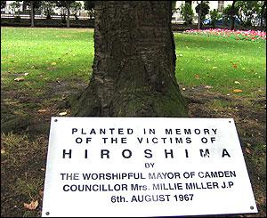 Árbol plantado en memoria de las víctimas de Tavistock Square en Londres