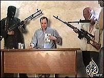 شريط بثته الجزيرة عن احد المخطوفين في العراق