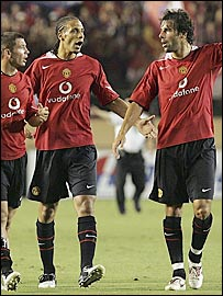 Manchester United's Phil Bardsley, Rio Ferdinand and Ruud van Nistelrooy after the final whistle in Tokyo