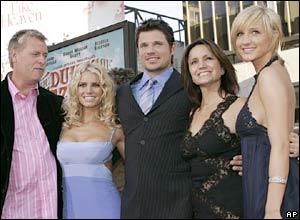 (l-r) Joe Simpson, Jessica Simpson, Nick Lachey, Tina Simpson and Ashlee Simpson