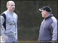 Mike Ruddock and Gareth Thomas at a Wales training session