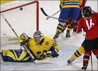 Jayna Hefford scores another past Sweden goaltender Kim Martin