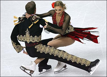 Tatiana Navka and Roman Kostomarov in action