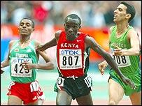 Eliud Kipchoge (centre) beats Kenenisa Bekele (left) and Hicham El Guerrouj (right)