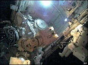 Astronaut moves along shuttle's payload bay (pictures from Nasa TV)