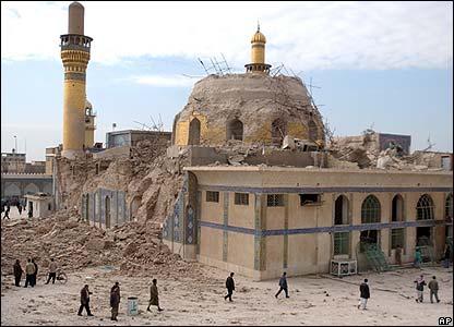 El templo al-Askari después tras el estallido de la bomba