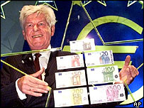 Wim Duisenberg unveils the first euro notes, August 2001