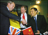 Chief Executive of St. Modwen Bill Oliver (far left) and chairman of Nanjing Automobile Association Mr Wang Hongbiao (far right) exchange gifts watched by the leader of Birmingham City Council