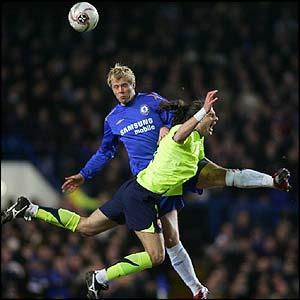 Chelsea's Eidur Gudjohnsen wins a header against Barcelona's Thiago Motta