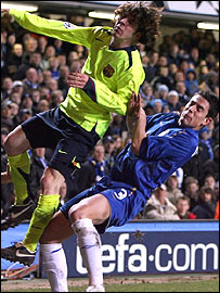 Barcelona's Lionel Messi is fouled by Chelsea's Asier del Horno