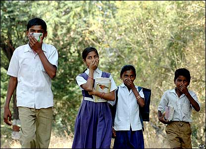 Schoolchildren wearing masks in Navapur