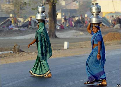 Women carry water in Navapur