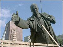 Демонтаж статуи Ленина