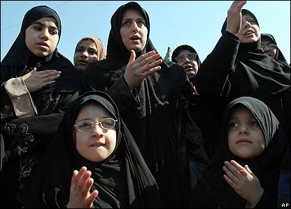 Shia women perform ritual mourning in Baghdad