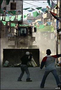 يقول الجيش الإسرائيلي إنه توغل في المخيم لاعتقال مسلحين