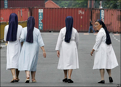 Catholic nuns approach barricades outside the presidential palace