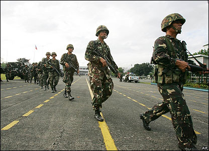 Government troop reinforcements arrive at army HQ near Manila