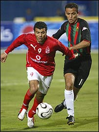 Ahly's Emad Moteab (left)