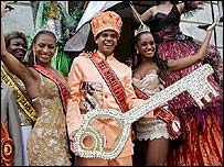 Carnival king Alex de Oliveira with the key to the city