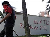Letrero contra el TLC en Guatemala