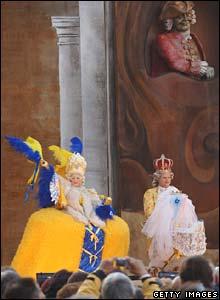 Pareja en vestido del siglo 18.